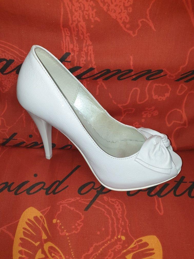 Buty białe ślubne 39