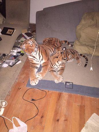 Tigres de pelúcia