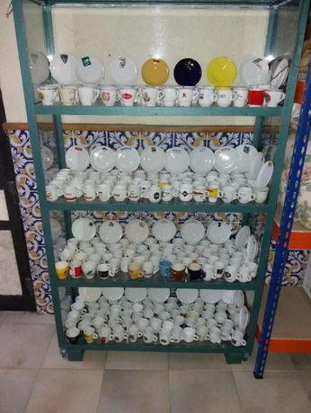 Vendo 200 chavenas de cafe.