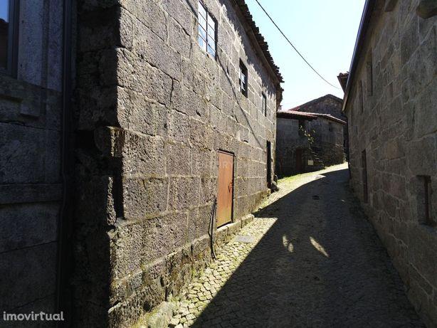 Moradia em pedra na zona Gerês aldeia reconhecida como aldeia de Portu