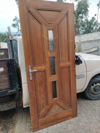 Porta exterior em madeira