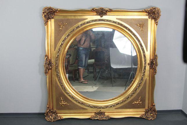 Pałacowe lustro w złotej ramie