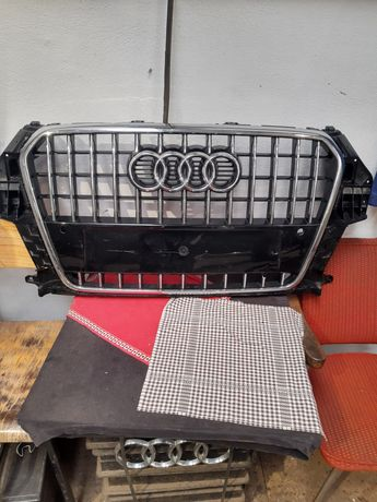 AUDI Q3 8U0 ATRAPA grill chrom