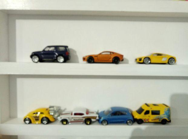 Półka na samochdziki resoraki i kolekcje drobnych zabawek