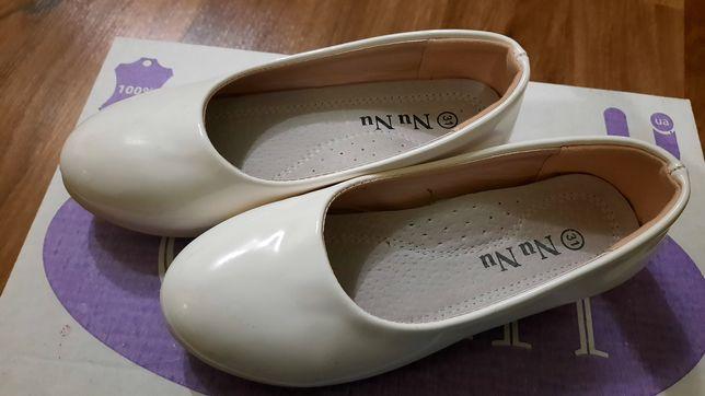 Красиві  лакові дитячі туфлі