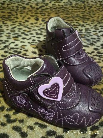 Продам туфельки - ботиночки для дівчинки