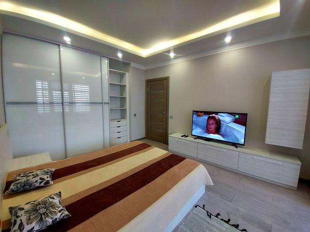 Новенькая кухня-студия и спальня в 42 жемчужине, качественный ремонт