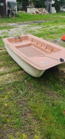 Mala łódka otwarta