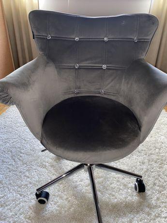 Krzesło pikowane szary na kółkach
