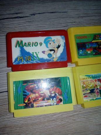 Stare zabytkowe Kartridże Super Mario.