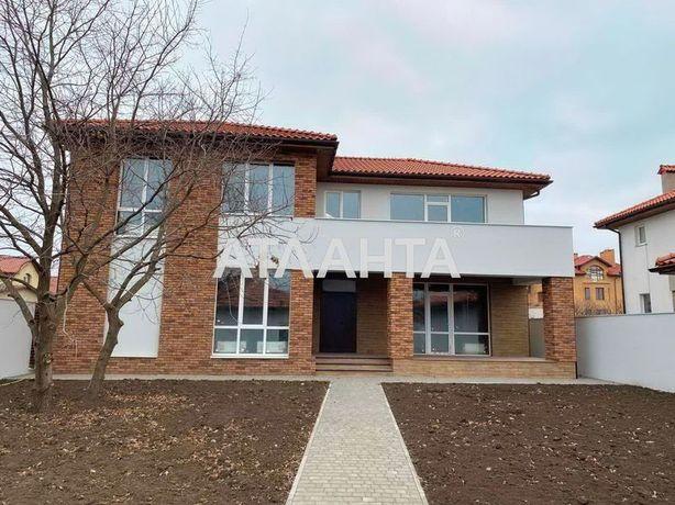 Современный дом в Совиньоне красный кирпич