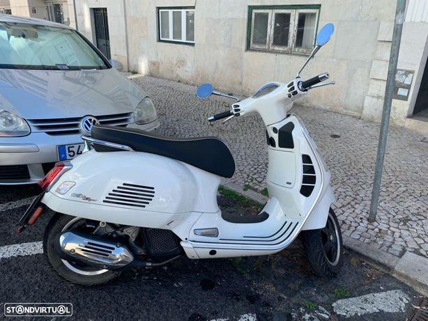 Vespa GTS Super