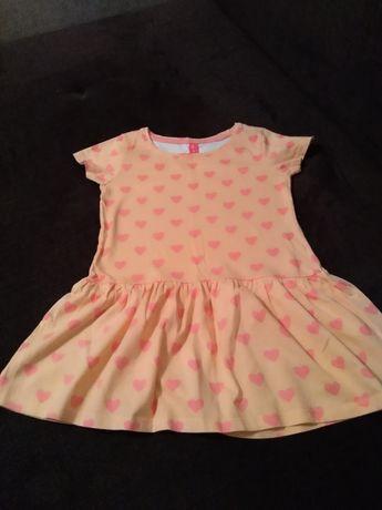Letnia brzoskwiniowa w serduszka sukienka z 5-10-15 rozmiar 122cm