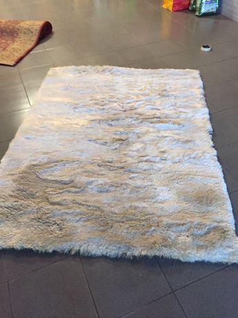 Carpete branca perola