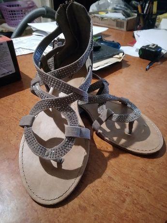 Продам женскую обувь - босоножки