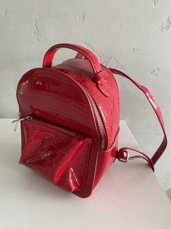 Czerwony plecak stradivarius