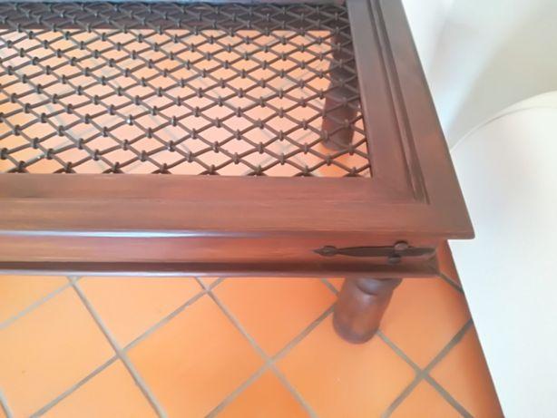 Mesa de madeira (pau santo) com ferro fundido