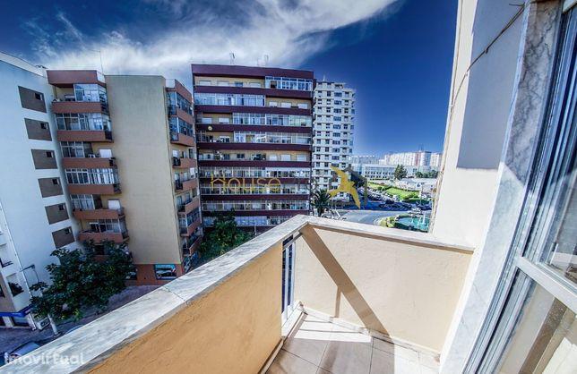 Apartamento T3 em zona CENTRAL de Faro com quarto em suite e boas área