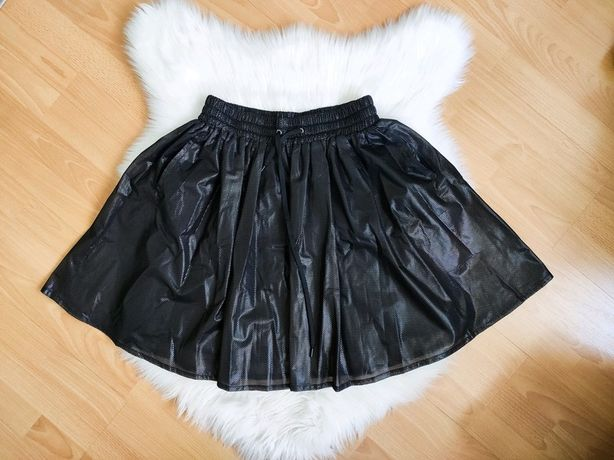 Monki rozkloszowana czarna spódnica z siateczki ze ściągaczem S