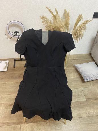 Вещи: платье, футболка, кофта, майки