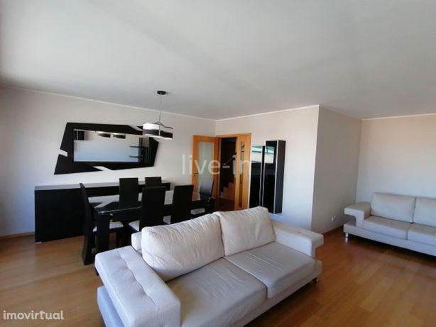 Apartamento T4 duplex mobilado com garagem para 2 carros