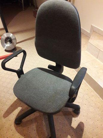 Fotel biurowy obrotowy regulowany