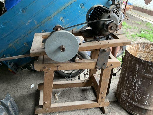Ретро станок для распилки дров