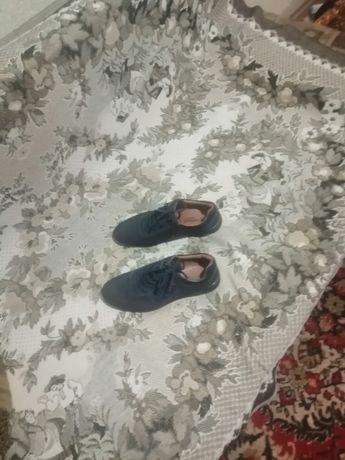 Продаются замшевые туфли.