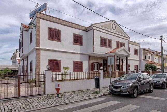Hotel ** c 17 Quartos