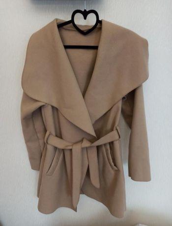 Бежевое пальто-халат, размер М