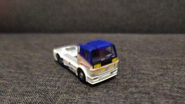 Model ciągnika siodłowego Mercedes Racing Wiking 1:87/H0