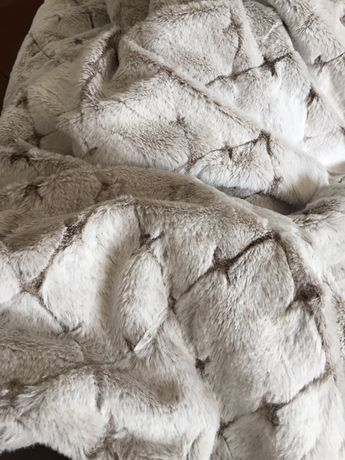 Narzuta futrzana duża mięciutka śliczna puszysta dekoracyjna nowa