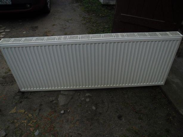 Grzejnik panelowy typu C22 600x1600 zasilanienie boczne.
