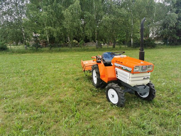 Traktorek japoński Kubota napęd 4x4 z glebogryzarką