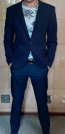 Костюм мужской +галстук