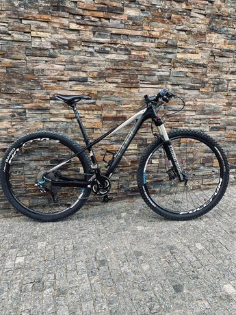 "Bicicleta Cube carbono 29"""