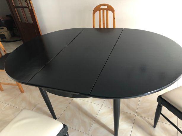 Mesa de madeira preta extensível