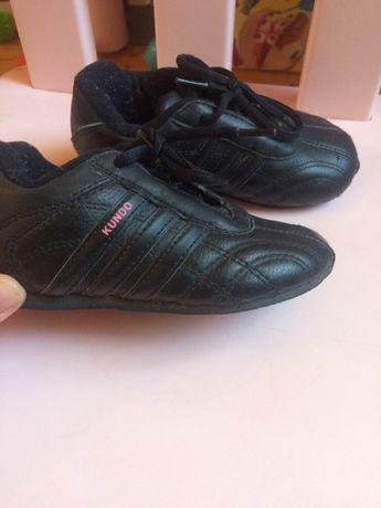 Кожание кроссовки adidas оригінал 22