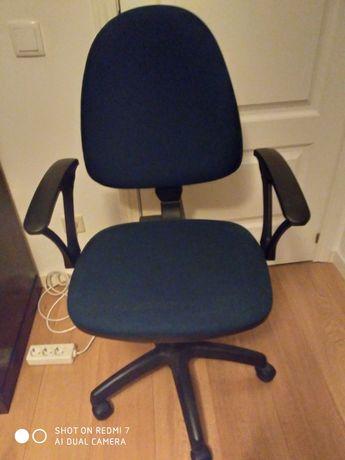 cadeira de braços  rotativa