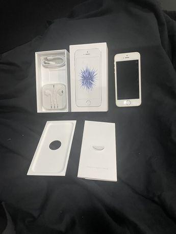 Iphone SE 32 G com caixa acessorios,capas e vidros de proteção