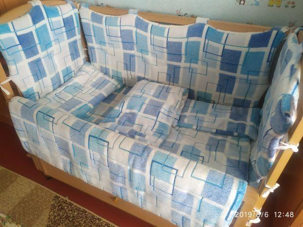 Защита в кроватку +одеяло, подушка, простынь
