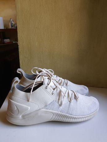 кроссовки  Nike 40 размер кожа