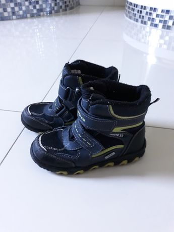 Buty zimowe chłopięce w rozmiarze 28.