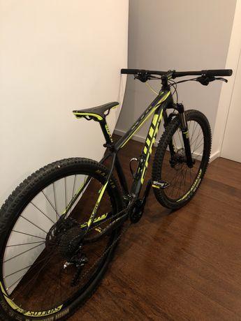 Bicicleta Scott  Scale ( cabos por dentro do quadro)