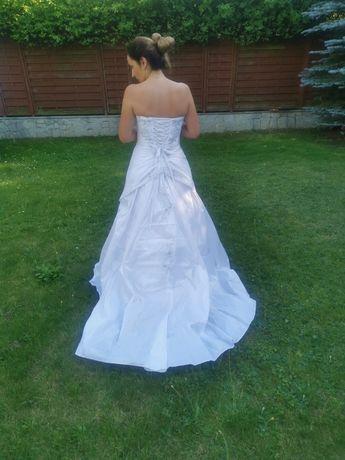Piekna suknia ślubna z trenem Agnes