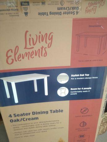 Stół do pokoju lub do kuchni