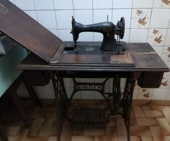Máquina de costura Singer com mais de cem anos