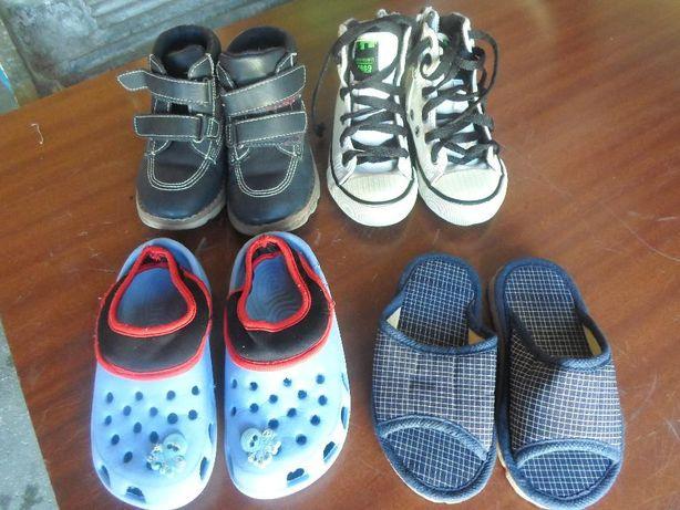 4 pares de calçado em bom estado