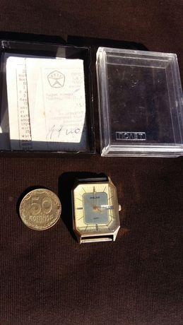 Часы ,,Полёт,,наручные AU 1 кварц ,,Made in USSR,,
