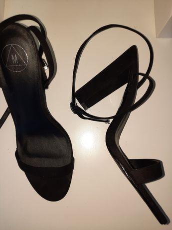 Sandałki na obcasie missguided